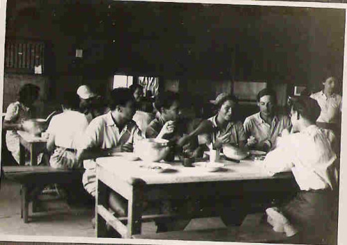 חדר האוכל ברעננה 1944